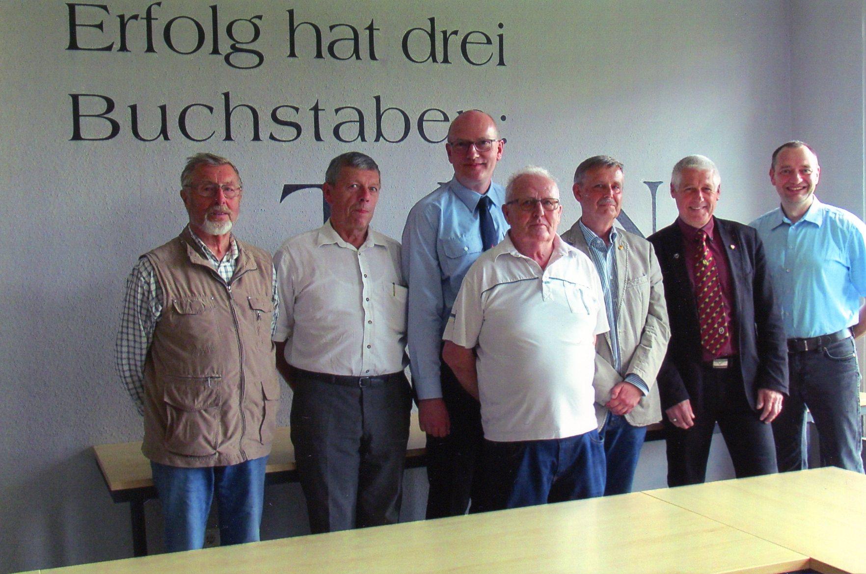 von links: Karl Bortenlänger(Beisitzer), Johann Salb(Beisitzer),Michael Thomas(Schriftführer),Harry Bohl(Ehrenvorsitzender und Beisitzer), Wolfgang Hagedorn(1.Vorsitzender), Reinhold Klein(2.Vorsitzender), Oliver Hübel(Kassenwart)